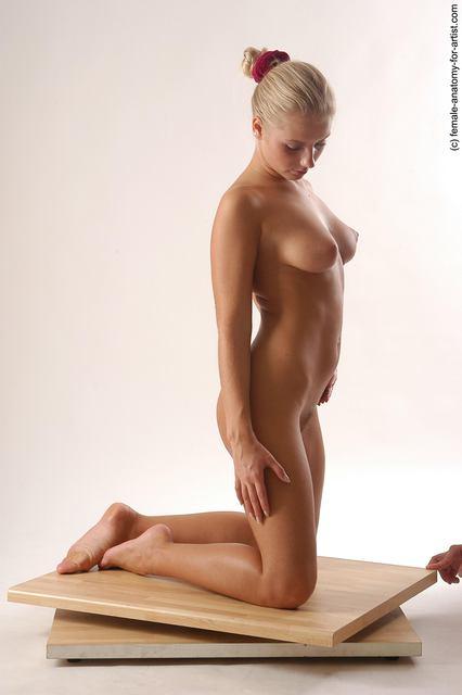 naked knocked knees women