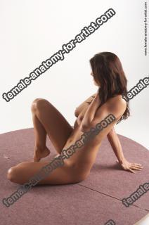 jitka kneeling 04