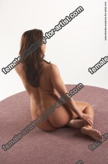 jitka kneeling 14