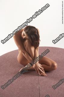 jitka kneeling 17