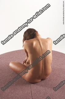 jitka kneeling 21