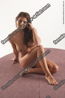 jitka kneeling 25