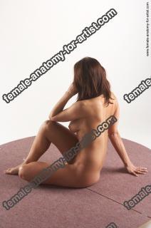 jitka kneeling 28